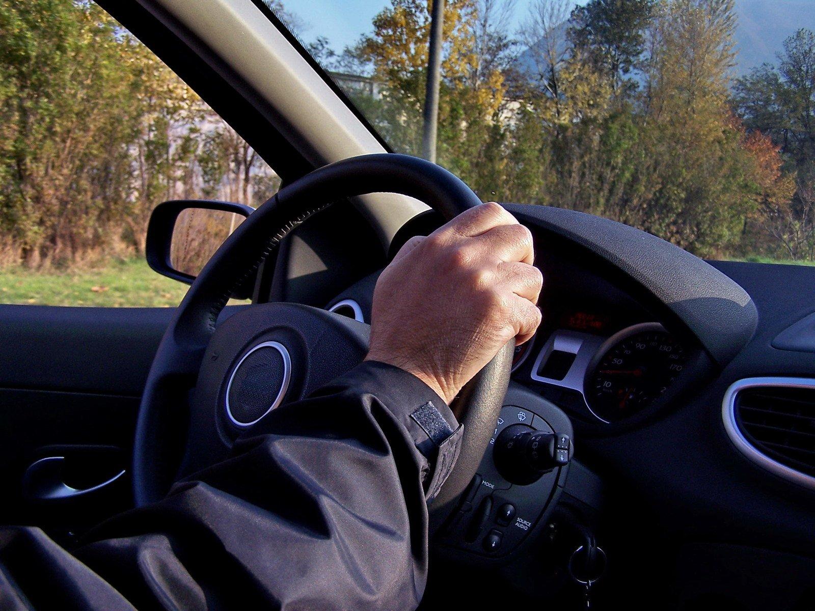 Своими, картинки мужчина за рулем автомобиля прикольные короткие