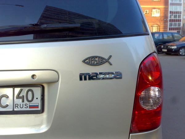 Наклейка рыбы на автомобиле