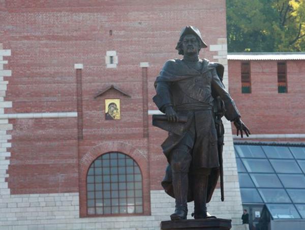 Пямятник Петру I в Нижнем Новгороду